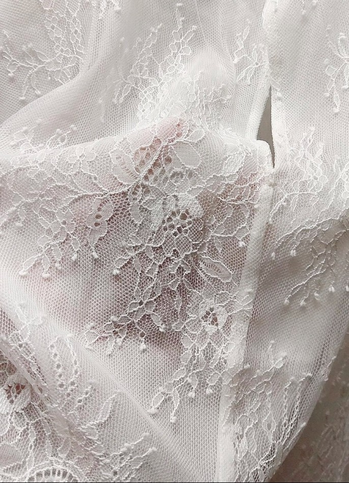 WHITE LACE TOP (WITH LINING)