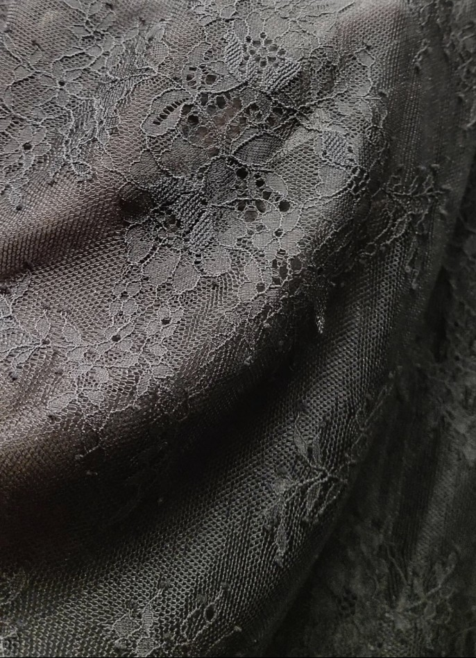 BLACK LACE TOP (WITH LINING)